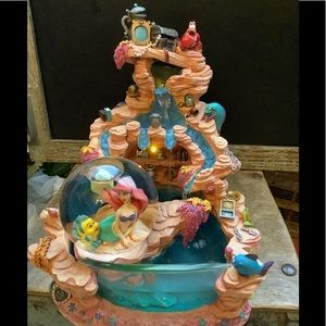 Vntg  Ariel Fountain with Water Glitter Globe 2000